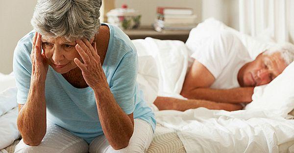 Xoa bóp, bấm huyệt chữa bệnh mất ngủ ở người già 1