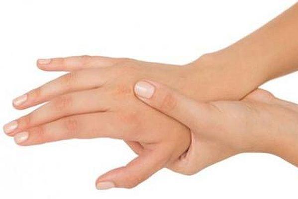 Cách xoa bóp chữa trị đau mỏi vai gáy tê bì chân tay 2