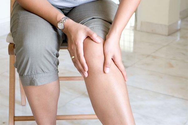 Triệu chứng đau khớp gối sau sinh 2