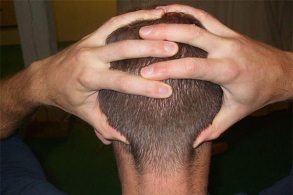 Xoa bóp bấm huyệt chữa bệnh đau đầu tại nhà